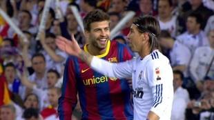 Piqué y Ramos, en uno de los Clásicos de 2011
