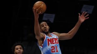 LaMarcus Aldridge with the Nets