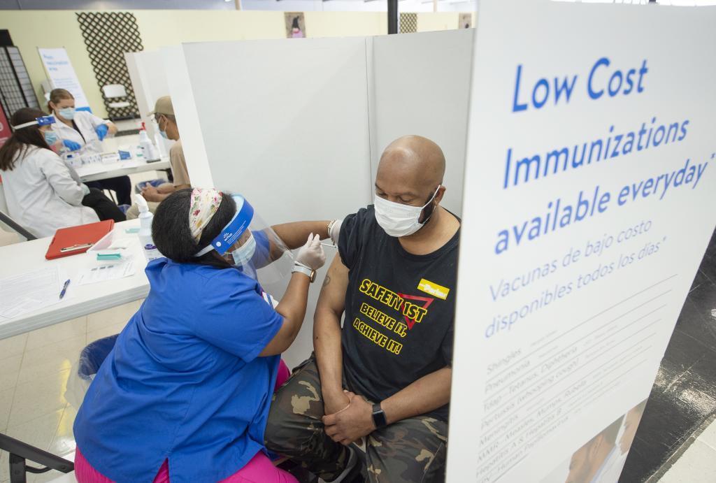 Centro de vacunación en el estado de Mississippi. Estados Unidos
