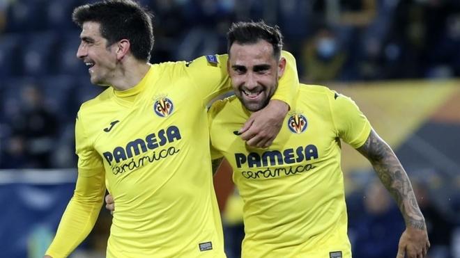 Gerard y Alcácer celebran el primer gol del Villarreal.