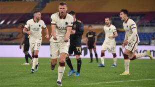 Ajax de Edson, eliminado de la Europa League por la Roma.