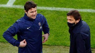 Mauricio Pochettino with PSG sporting director Leonardo.