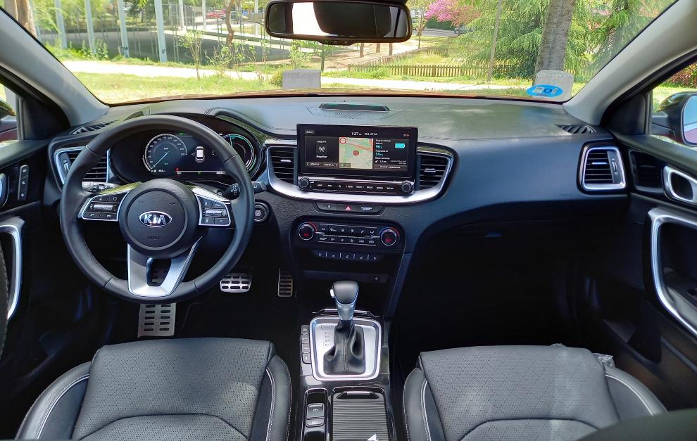 El Kia XCeed PHEV ofrece de serie el sistema multimedia con pantalla táctil de 8 pulgadas.