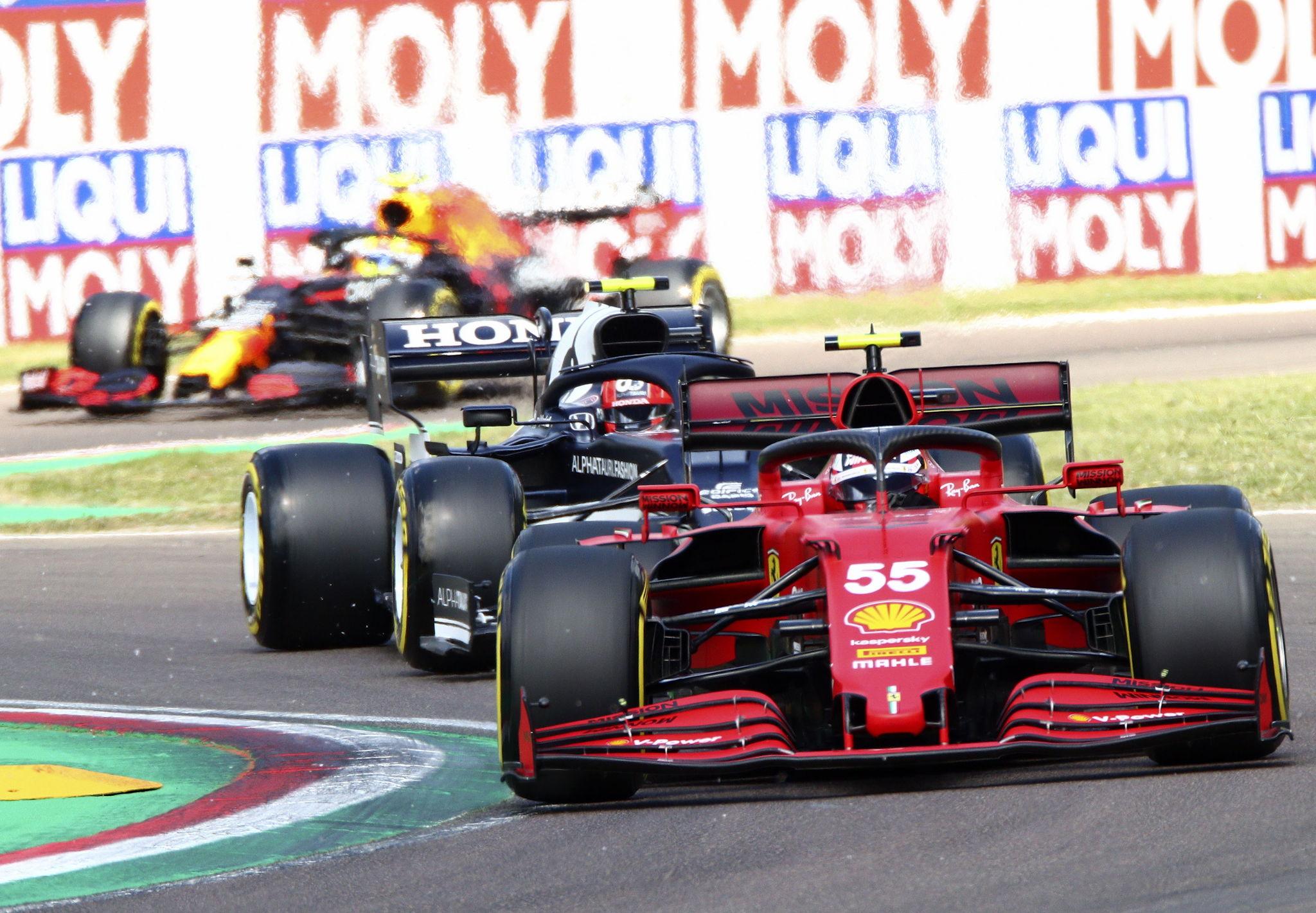 Imola (Italy), 16/04/2021.- Spanish Formula One driver lt;HIT gt;Carlos lt;/HIT gt; lt;HIT gt;Sainz lt;/HIT gt; (front) of Scuderia Ferrari Mission Winnow in action during the second practice session of the Formula One Grand Prix Emilia Romagna at Imola race track, Italy, 16 April 2021. The Formula One Grand Prix Emilia Romagna will take place on 18 April 2021. (Fórmula Uno, Italia) EFE/EPA/DAVIDE GENNARI