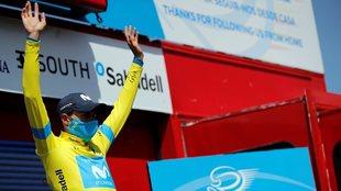 Enric Mas, con el maillot amarillo de líder de la Vuelta a la...