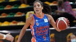 Cristina Ouviña, una de las cinco jugadoras del Valencia con contrato...