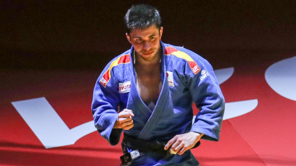 Fran Garrigós celebra el oro europeo en Lisboa.