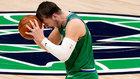 Luka Doncic, frustrado, en un partido de los Dallas Mavericks