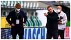 'Hansi' Flick se marcha después de la victoria sobre el Wolfsburgo.
