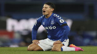 James gesticula durante el Everton-Tottenham.