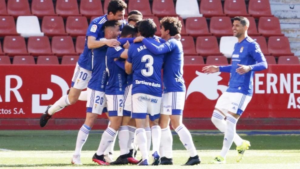 Los jugadores del Oviedo celebran el gol al Sporting