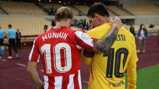 Muniain y Messi, capitanes de Athletic y Barça, al término del...