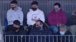 Jorge Messi, abajo a la izquierda, con Pedri en primera fila