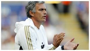 Real Madrid - Barcelona, El Clásico: José Mourinho aplaude desde la...
