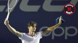 Lorenzo Musetti celebra una victoria