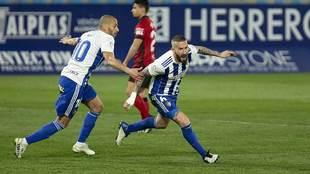 Óscar Sielva celebra junto a Yuri su gol al Mirandés.. en esa...