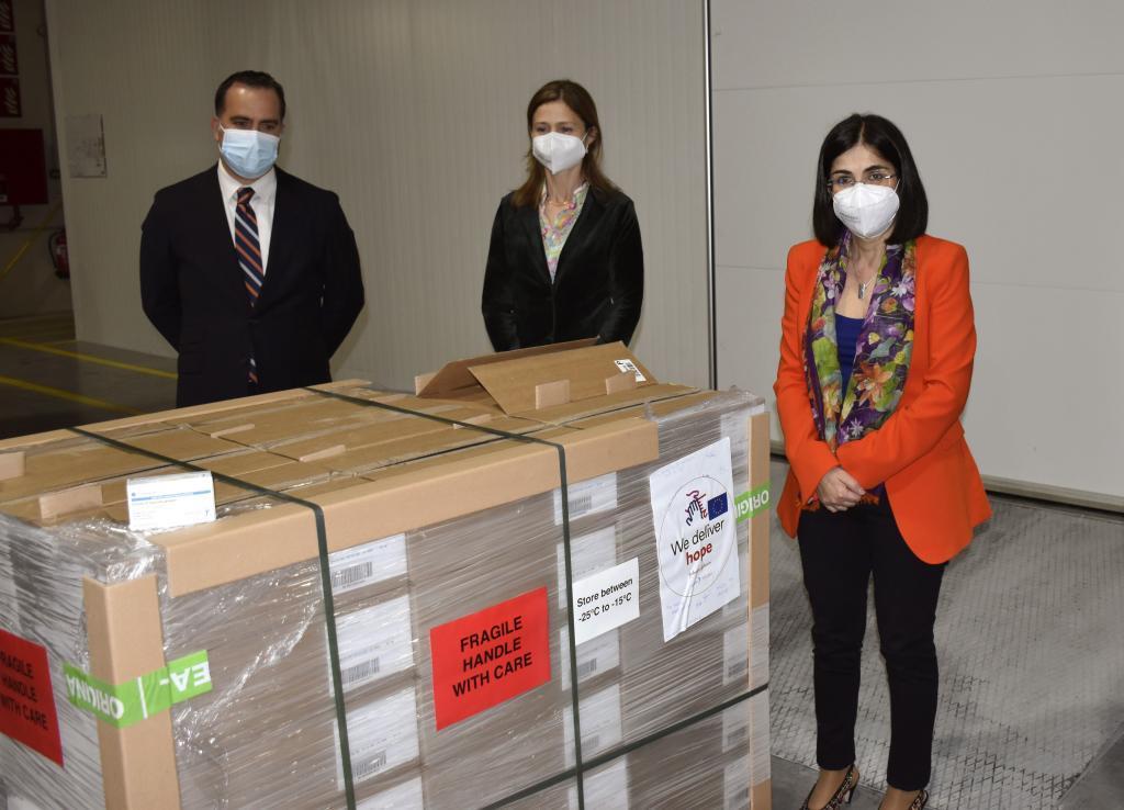 a ministra de Sanidad, Carolina Darias ha recepcionado las primeras 146.000 dosis de Janssen