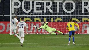 Lanzamiento de penalti de Karim Benzema