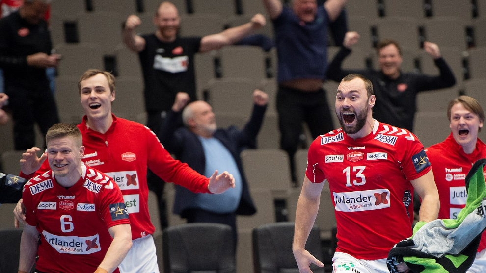 Los jugadores del Aalborg celebran una victoria en la Champions /