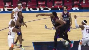 El tiro de Joel Embiid para intentar forzar la prórroga ante los Suns