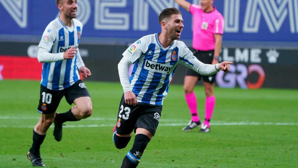 Embarba celebra uno de sus ocho goles de esta temporada, en este caso, al Logroñés /