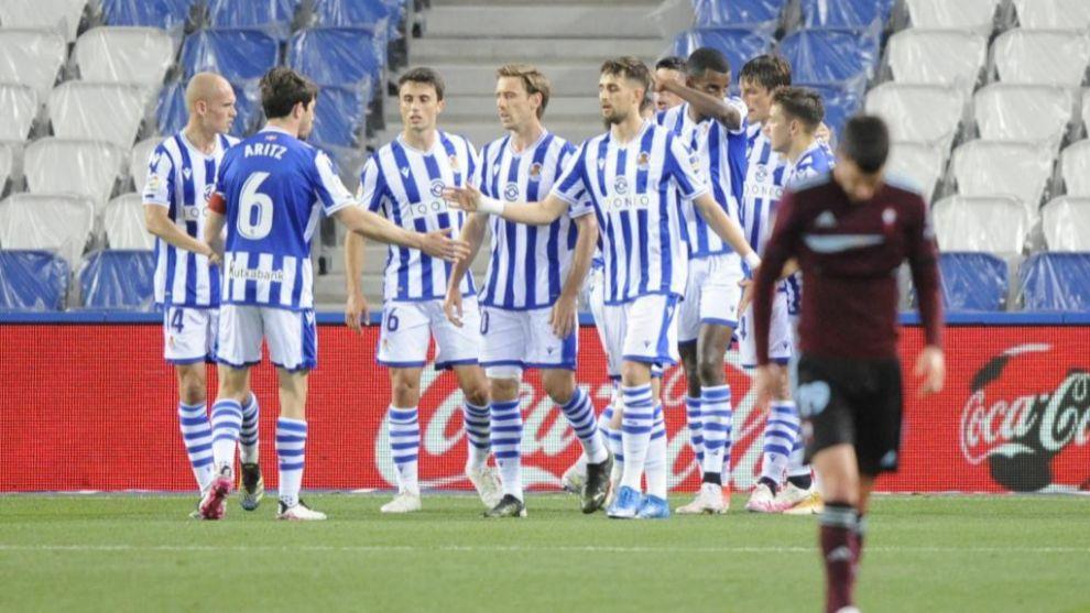 Los jugadores de la Real celebran uno de los goles ante el Celta. /