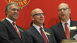 Joel (centre) and Avram Glazer (right).