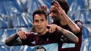 Hugo Mallo celebra con Brais su gol contra la Real Sociedad.