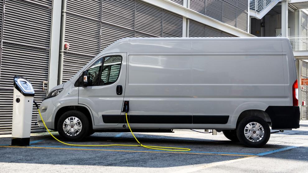 El Fiat E-Ducato ofrece dos niveles de batería con una autonomía de hasta 370 km.
