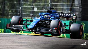 Fernando Alonso, con el Alpine en Imola.