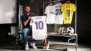Nacho, con las camisetas más especiales del Real Madrid y de su...