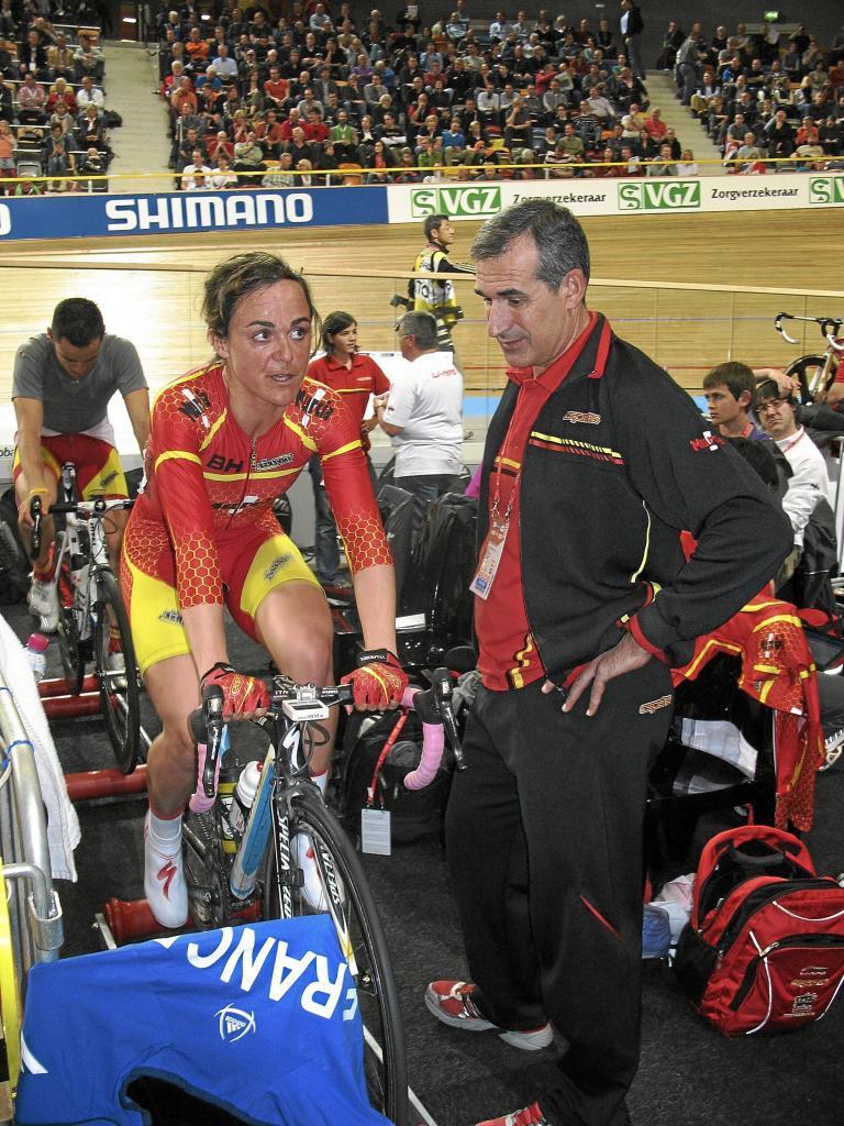 Leire Olaberría y el seleccionador nacional, Juan Martínez Oliver