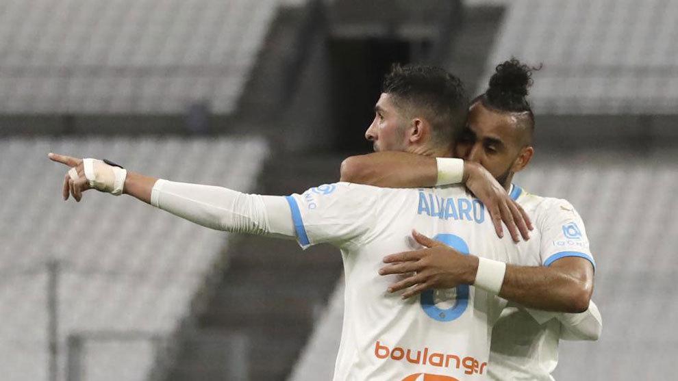 Payet y Álvaro celebran un gol.