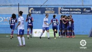 Las jugadoras del Levante celebran un gol ante el Granadilla en...