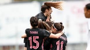 Las jugadoras del Real Madrid celebran un gol ante el Madrid CFF en...