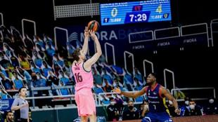 Pau Gasol lanza un triple en el partido ante el MoraBanc Andorra.