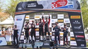Ogier celebra su triunfo en el podio del Rally de Croacia 2021.
