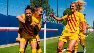 Jenni Hermoso celebra el gol en París junto a sus compañeras.