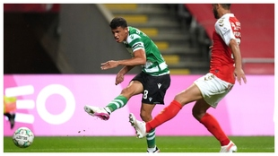 Matheus Nunes marca el gol de la victoria del Sporting frente al...