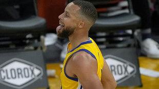 Stephen Curry tras anotar un triple ante los Kings