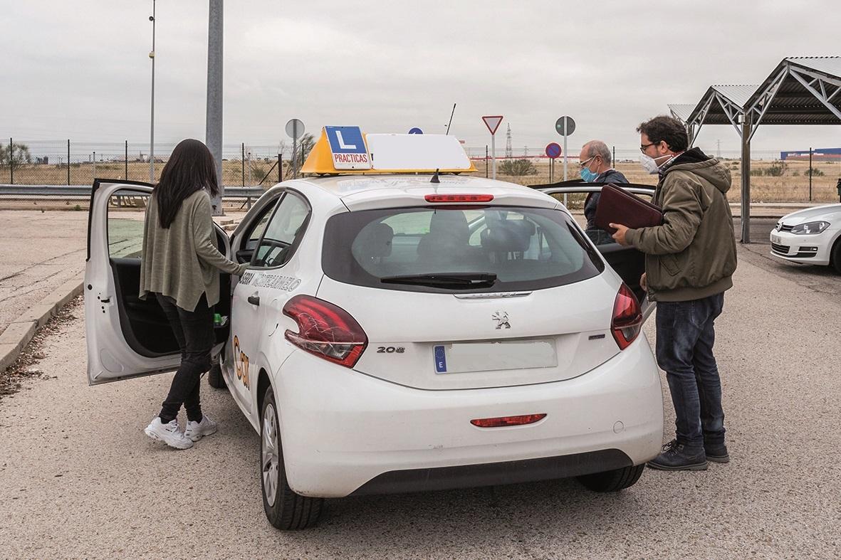 DGT - Examinadores de trafico de la DGT - Examenes del carnet de conducir - Autoescuela