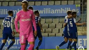 Jaime Sánchez  celebra con sus compañeros su gol al Mallorca,...