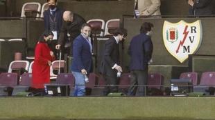 Abascal, Monasterio, junto a Martín Presa, abandonado el palco tras...