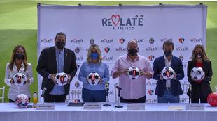 José Riestra y Amaury Vergara. Con ellos, el gobernador de Jalisco...