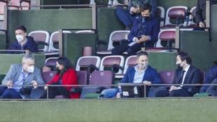 Abascal y Monasterio, de VOX, hablando con el presidente rayista Raúl...