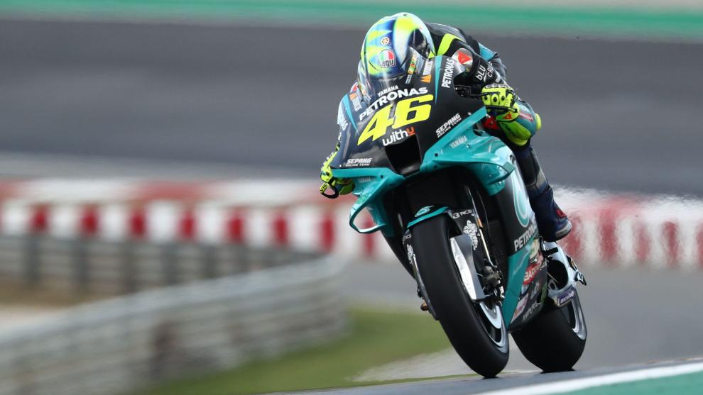 Rossi, a los lomos de la YZR-M1.