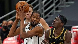 Kevin Durant ante de Paskal Siakam