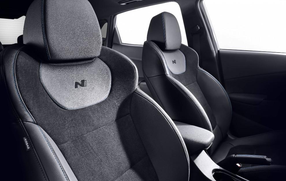 Los asientos deportivos tipo baquet pueden ser de tela, cuero o ante.