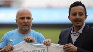 Jorge Sampaoli y Pablo Longoria, en la presentación del técnico...