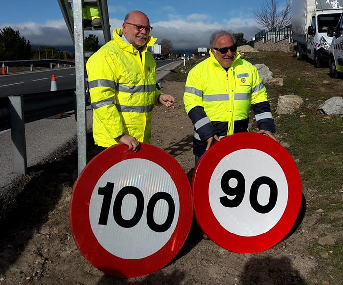 Javier Herrero (Carreteras) y Pere Navarro (DGT) cuando entró en vigor el límite a 90 km/h en carreteras convencionales.